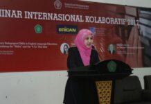 Dr. Rina Sari, M.Pd., Ketua Jurusan Bahasa dan Sastra Inggris UIN Maliki Malang saat memberikan sambutan di Seminar Internasional Kolaboratif 2017